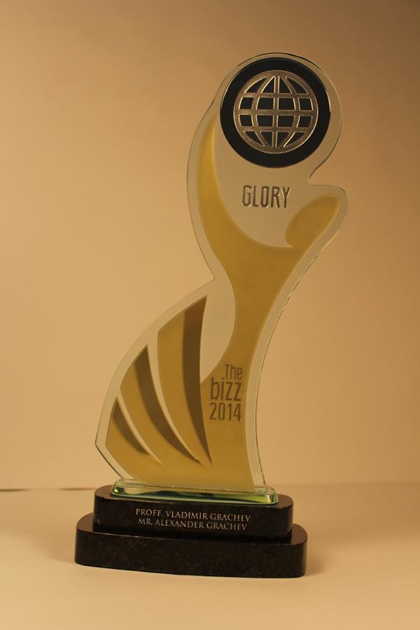 """Статуэтка""""GLORY""""лучшей научной компании мира в 2014 году -""""НПК""""АВЕРС"""" (26 апреля 2014 года, Венеция, Италия)"""