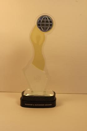 """Награда (статуэтка) НПК """"АВЕРС"""", как лучшей научной организации мира в 2016 году, по итогам фундаментальных исследований в области медицины, биохимии, химии, энергетики и нанотехнологий, 3 мая 2017 года Бухарест (Румыния)"""